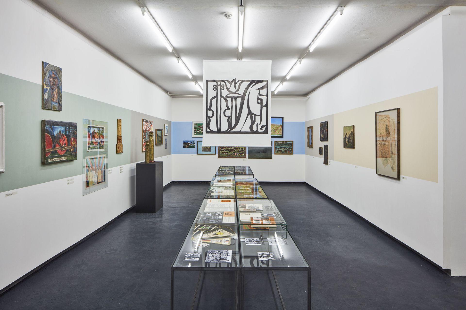 Pohled do výstavy Džas Bare dromeha (Jdeme dlouhou cestou) v Nevan Contepo v Praze (2016) foto Peter Fabo.jpg