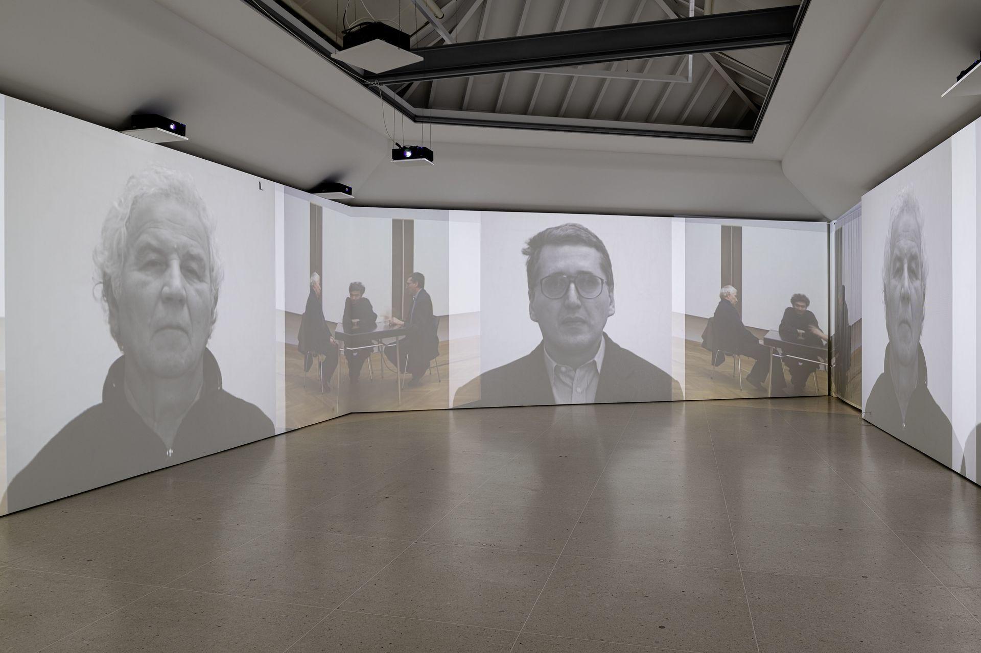ZuZug aus Osteuropa_Positionen der Sammlung Ausstellungsansicht Video Gespräch Groys Kabakov Pepperstein. Foto©Jorit Aust 2021.jpg